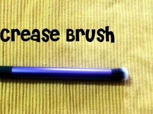 realTechniques Crease Brush